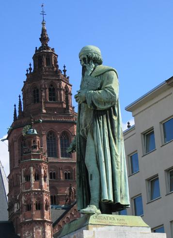 Памятник И. Гутенбергу