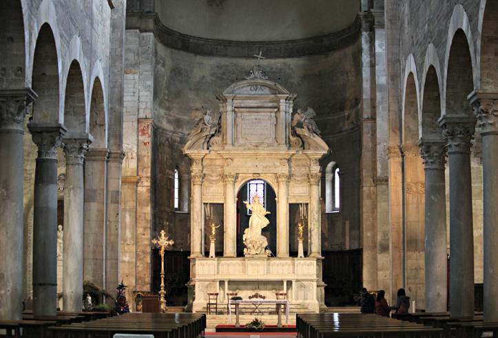 Внутри церкви Санта-Мария Фориспортам