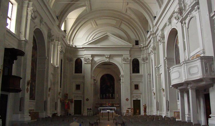 Внутри церкви Сан-Доменико