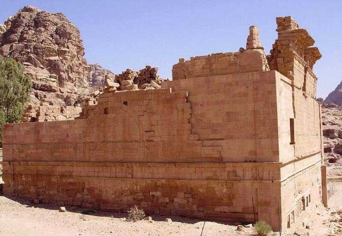 Каср-аль-Бинт
