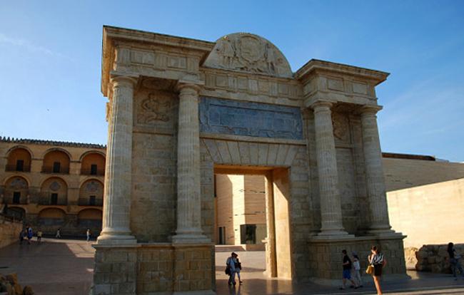 Триумфальная колонна Сан-Рафаэля