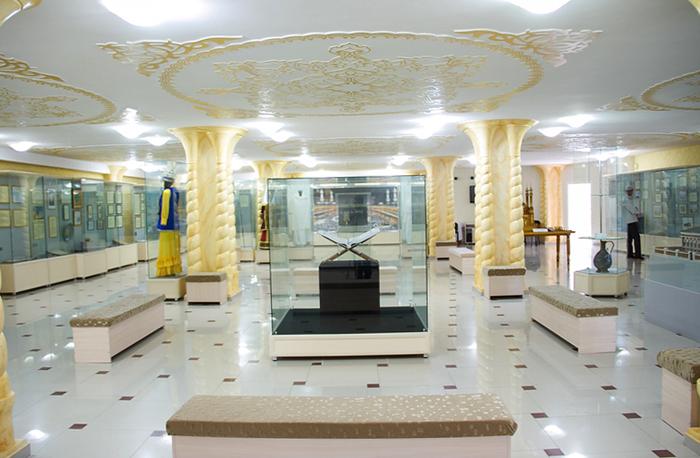 Внутри музея Руханият