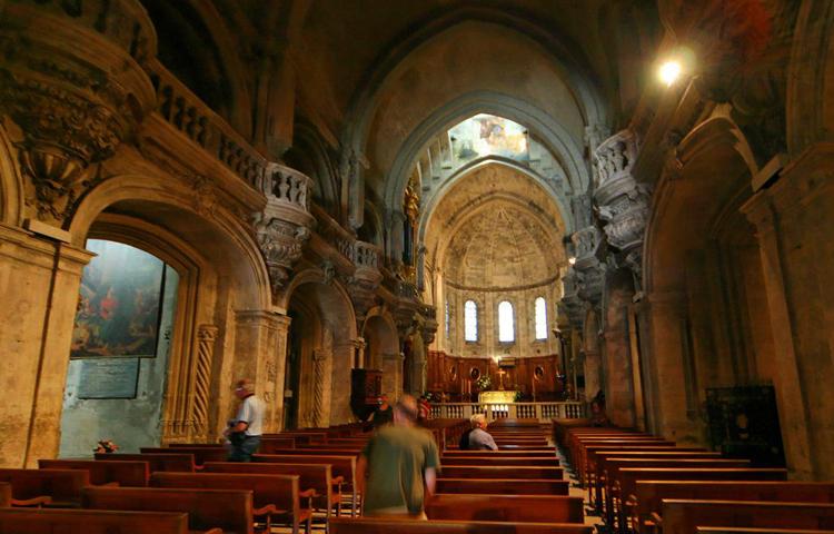 Внутри собора Нотр-Дам-де-Дом