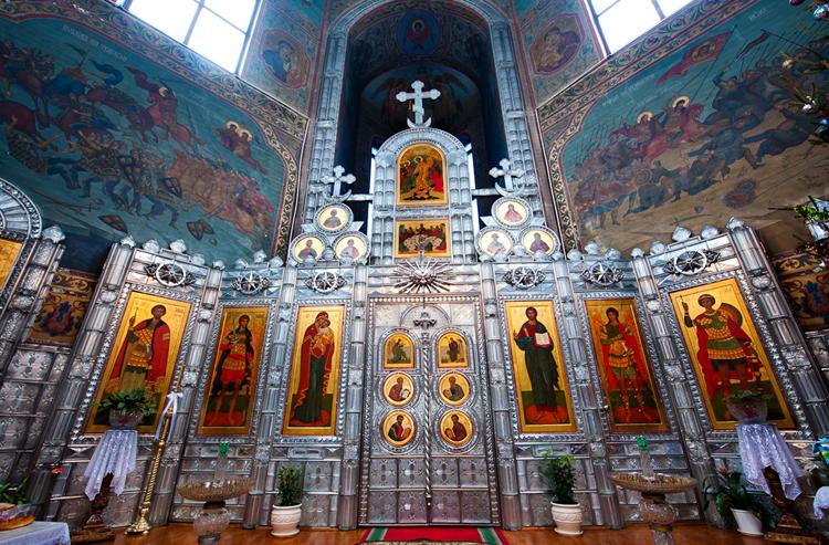 Внутри храма «Неопалимая Купина»