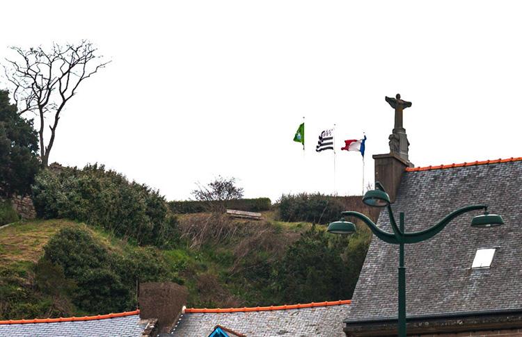 Памятник «Сыновьям Канкаля, погибшим за Францию»
