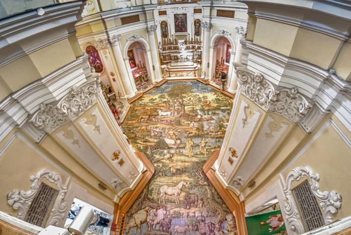 Внутри церкви Сан-Микеле