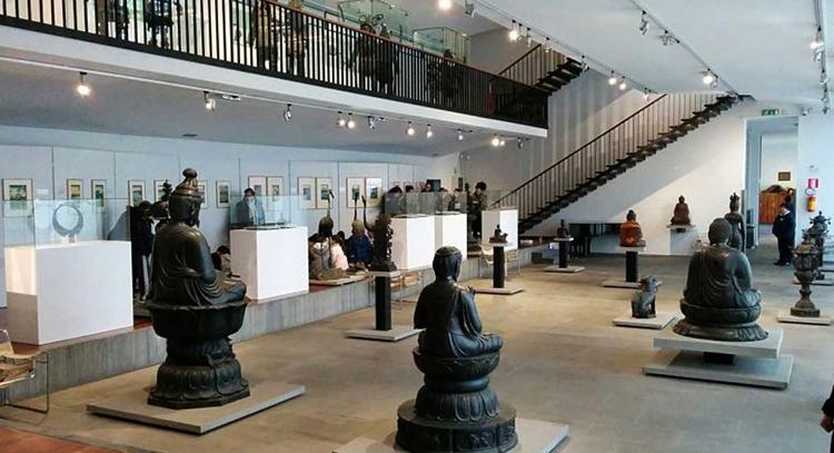 Внутри музея Чиоссоне