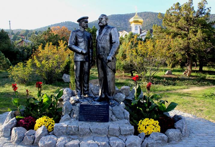 Памятник императору Николаю II и князю Голицыну