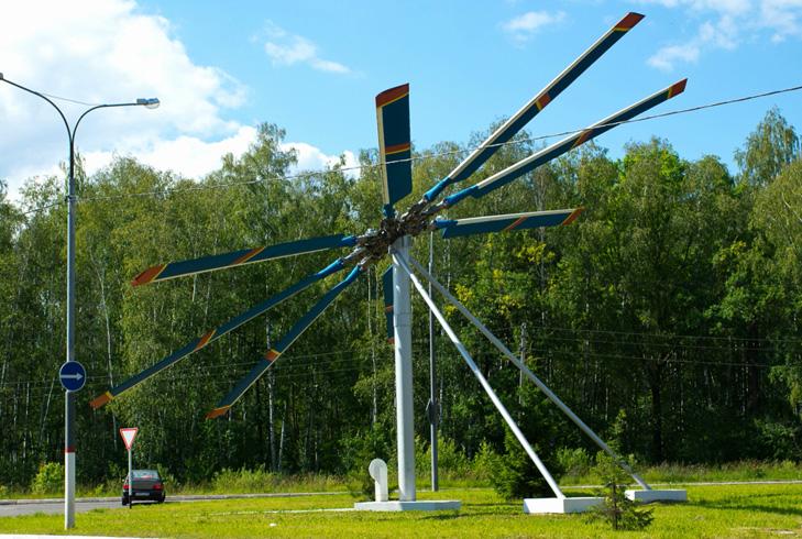 Памятник вертолётным лопастям