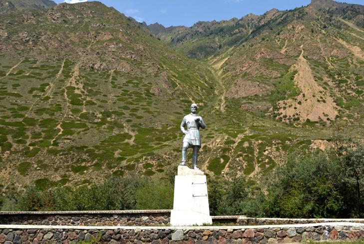Памятник первопроходцам Эльбруса