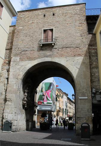 Ворота Porta Altinate