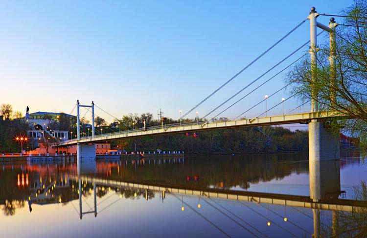Пешеходный мост в Оренбурге