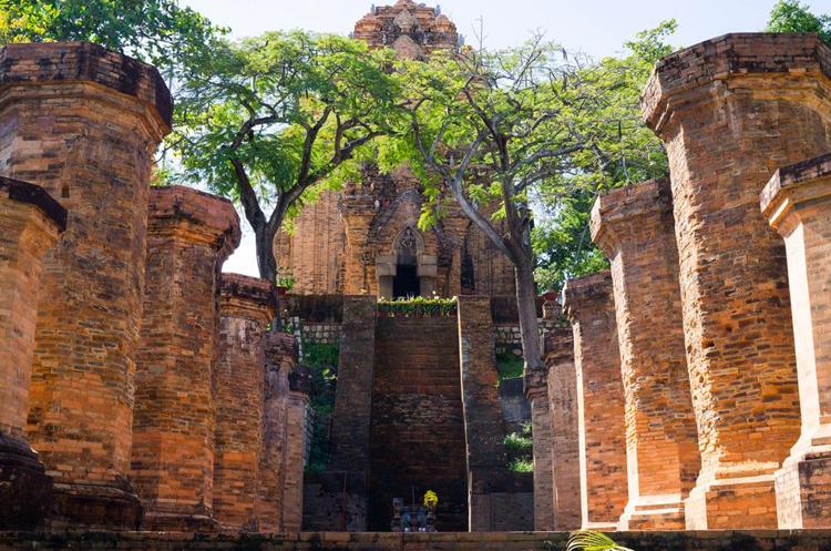 Комплекс храмов По Нагар