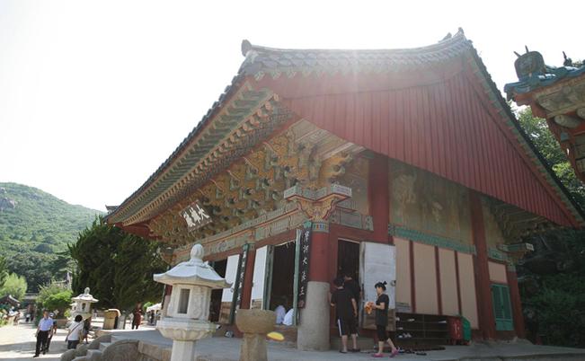 Буддистский храм на горе Комоджон