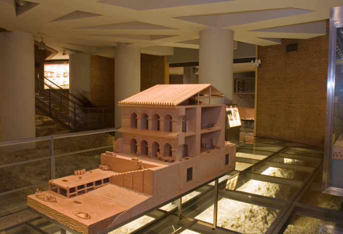 Внутри музея Цезарагуста