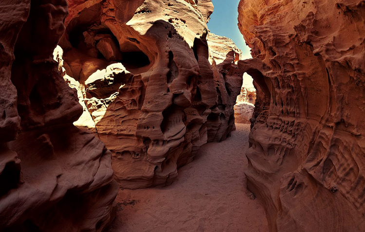 Разноцветный каньон