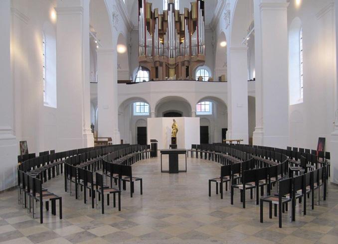 Внутри церкви августинцев