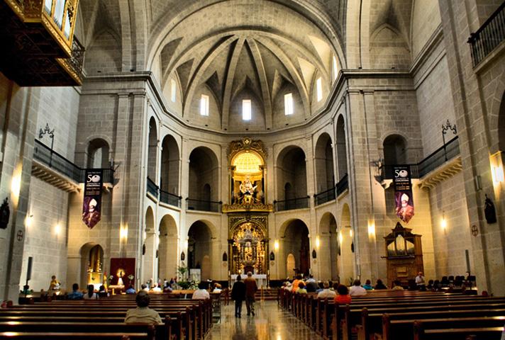 Внутри храма святого Николая де Бари