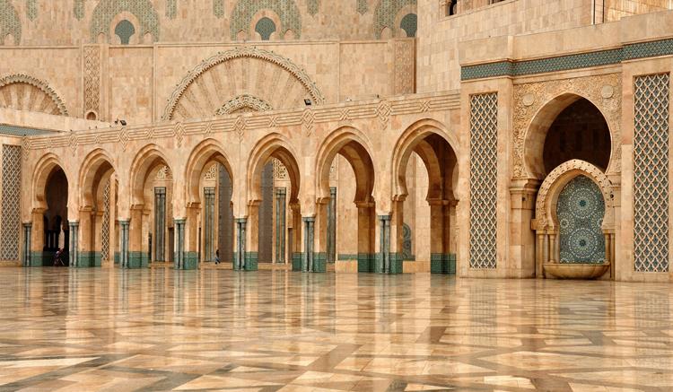 Внутри мечети Хасана Второго