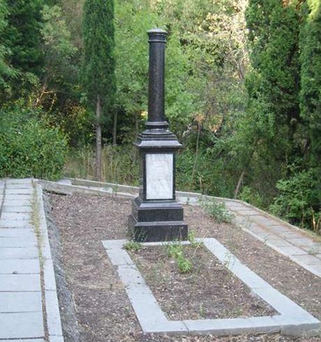 Обелиск на могиле братьев Говыриных