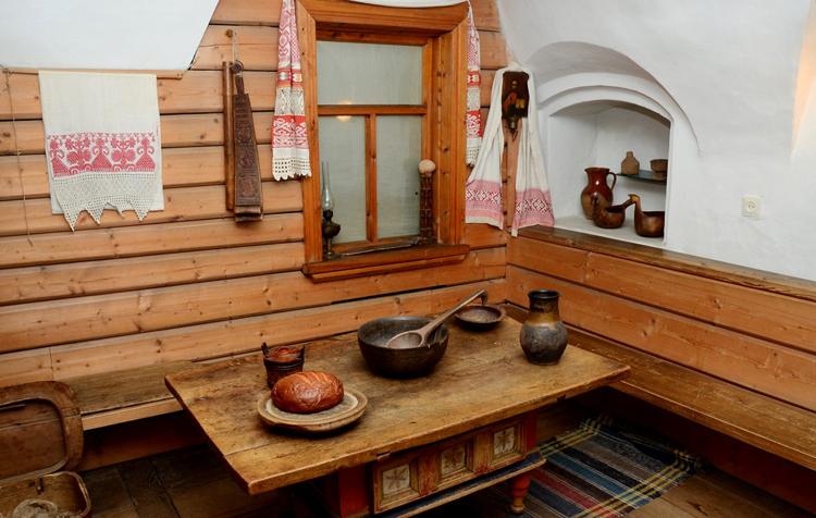 Внутри музея тверского быта