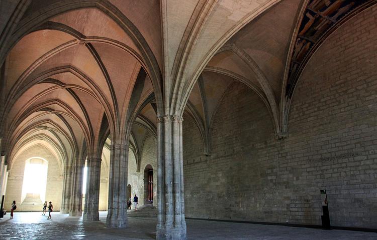 внутри папского дворца