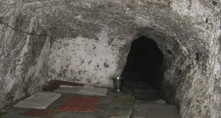 Пещера Риши-Васиштхи