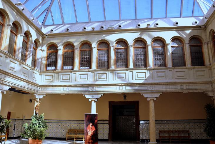 Внутри дворца Епископа