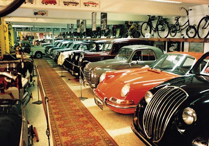 внутри музея авто