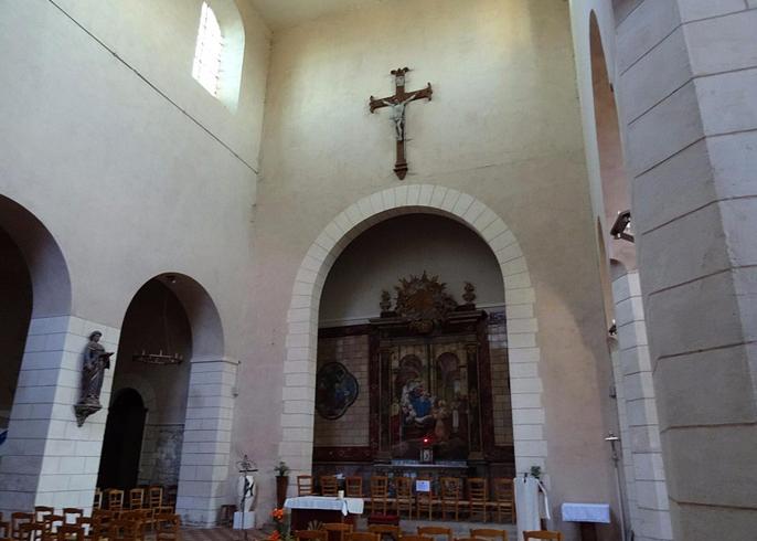Внутри церкви Богоматери