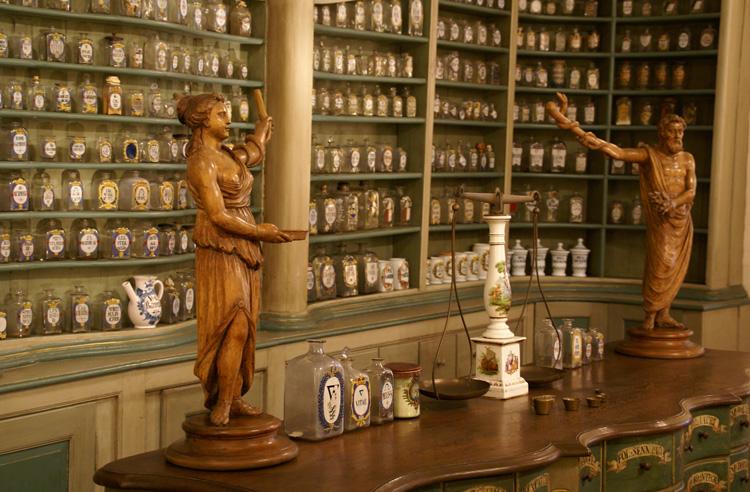 Внутри музея фармакологии