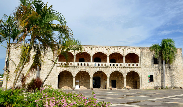 Дворец Эль Алькасар де Колон