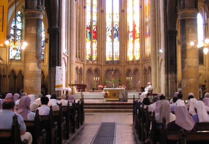 Внутри церкви Святой Сеголен