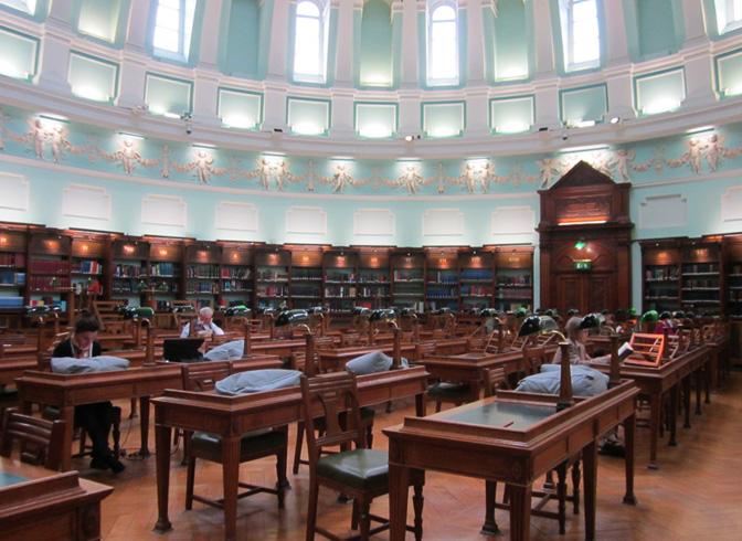 Внутри национальной библиотеки