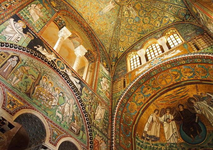 Внутри базилики Сан-Витале