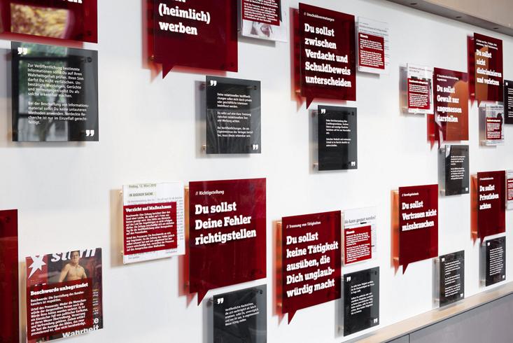 Внутри музея газет