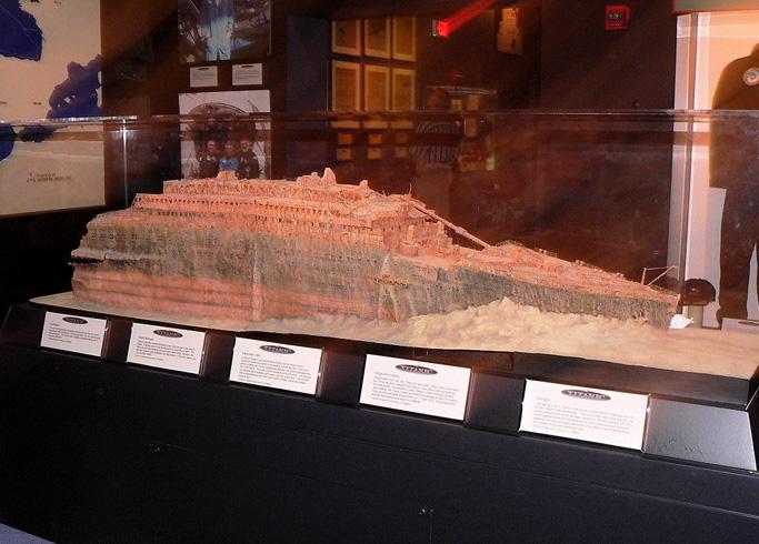 Внутри музея Титаника
