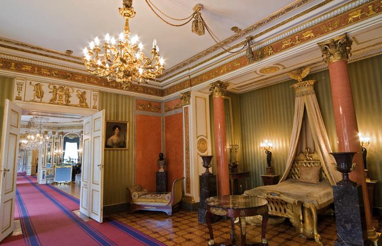 Внутри резиденции