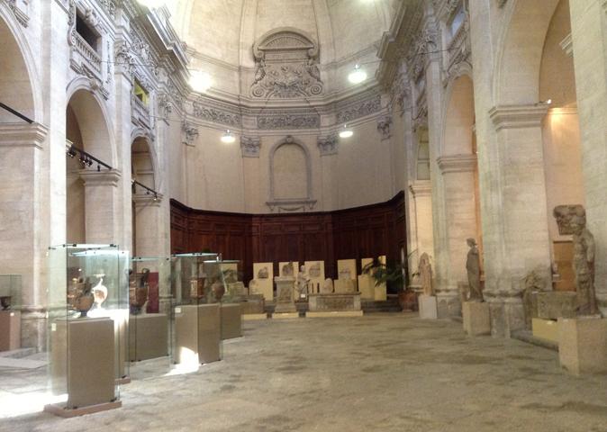 Внутри музея Lapidaire