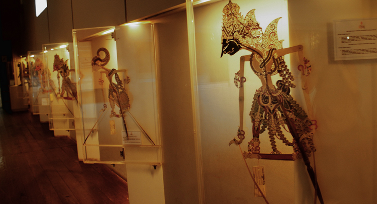 Внутри музея Ваянга