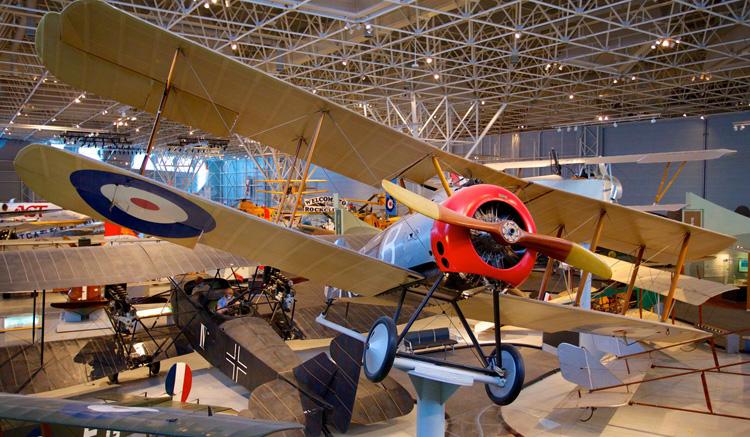 Внутри авиационного музея