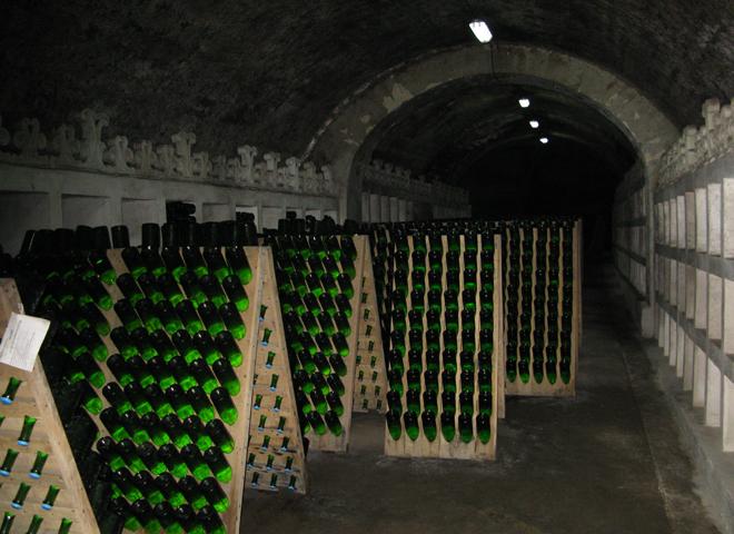 Внутри завода шампанских вин