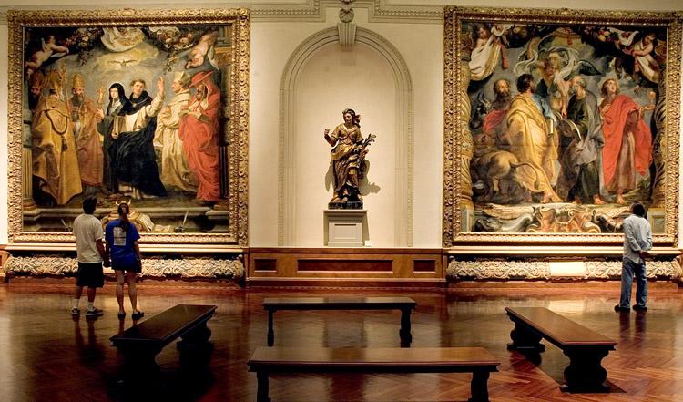 Внутри музейного комплекса