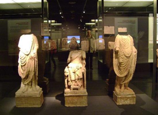 Внутри археологического музя