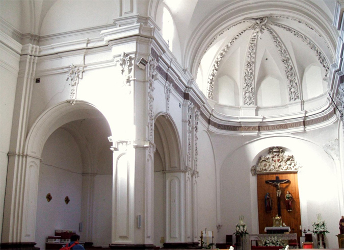 Внутри церкви Сан-Хуан-де-лос-Панетес
