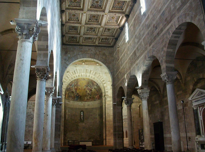 Внутри церкви Санти Джованни и Репарата