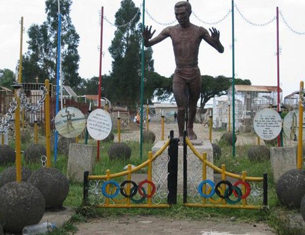 Памятник великому марафонцу