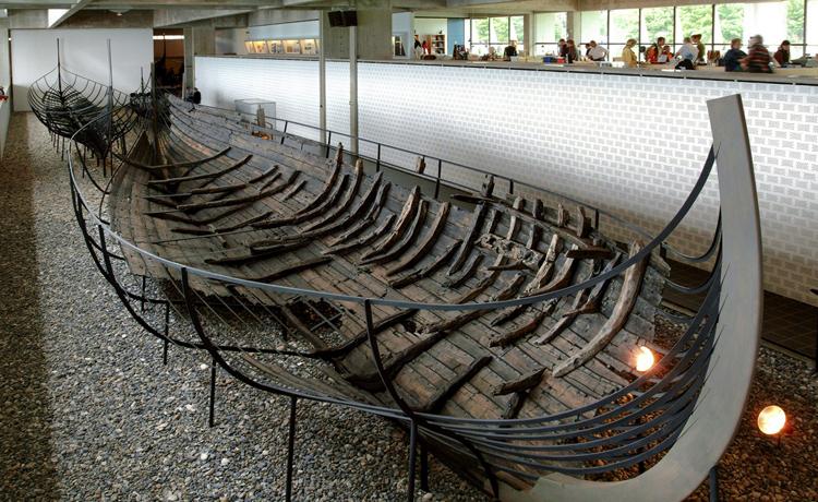Внутри музея викингов
