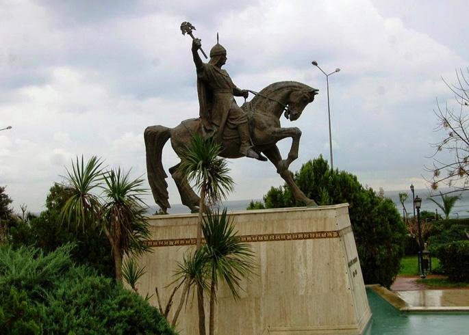 Памятник Алладину Кейкубаду