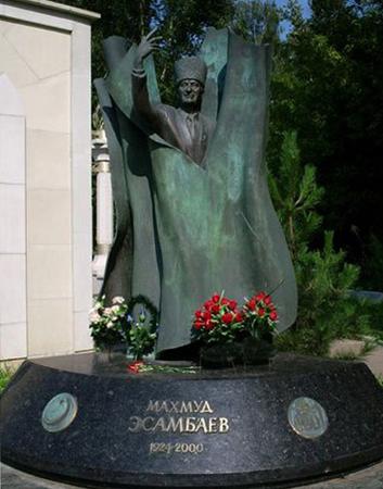 Памятник М. А. Эсамбаеву